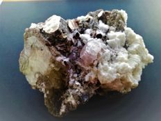Large Crystal Morganite Specimen with Muscovite Mica - 110,0 x 70,0 x  55,0 mm - 620gm