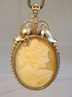 Vintage pendant with hand-carved shell cameo and moonstone