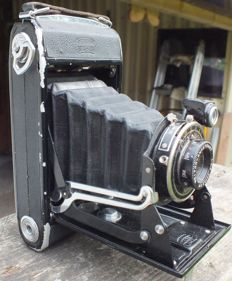 Old camera ZEISS IKON Nettar 515/2 from 1936