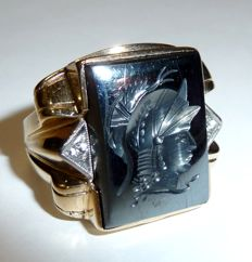 Men's ring by L'LOYDS from the USA, 10 kt gold with Intaglio Roman head in hematite, years: 1930-40