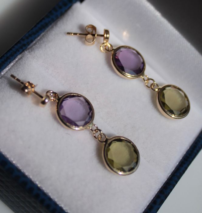 14k yellow gold earrings inlaid with amethyst and peridot - Size: 8 x 28 mm