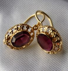 Yellow gold 585 (14 carat) Earrings with oval facetted Amethyst of about 6.4 x 8.2 mm approx. 2.5 Ct. total