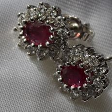 Entourage White gold earrings with natural bright Ruby and brilliant cut white diamonds G-H/VVS1-VS; approx. 1.60 Ct. total