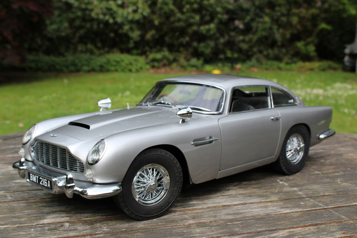 eaglemoss - 1:8 - aston martin db5 - james bond 50th anniversary