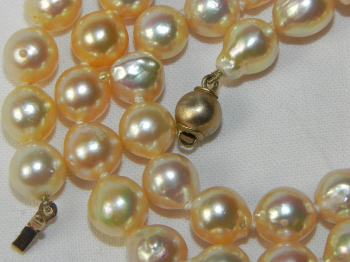 Pearl necklace Akoya pearls approx. 6.8-7 mm diameter, rare golden colour, 45 cm