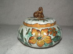 Gouda plateel Zuid Holland lidded box with animal decor Wally