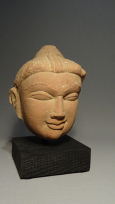 A fine sandstone head of Yakshi - India - 12th century A.D
