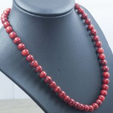 Coral necklace with 18 kt gold – Length: 43 cm