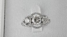 IGL 2.42ct  three-stone diamond ring made of 14 kt white gold - size 7