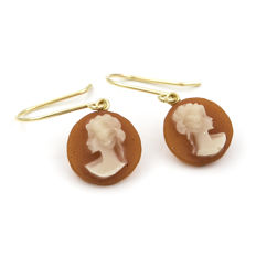 Cameo earrings with yellow gold mount setting
