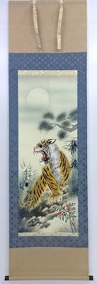 Japanese scroll painting, painted on silk, with tiger - Japan - late 20th century