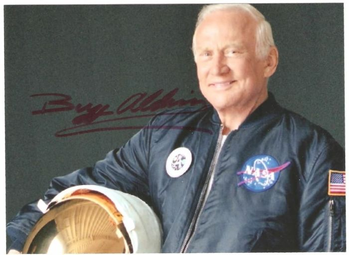 buzz aldrin says he is proud to be an american after - 640×620