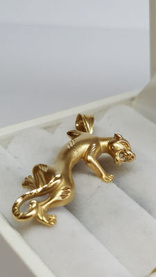 14 kt yellow gold pendant with puma, length pendant 28 mm