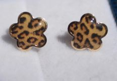 14 kt yellow gold earrings set with tiger print enamel, 9 mm