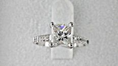 1.50ct princess diamond ring in 14 kt white gold - size 6