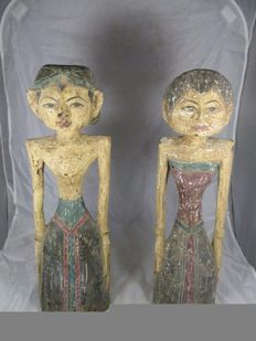 A pair of wooden bridal statues / bride and groom (Loro Blonyo) – West Java – Indonesia