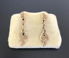 Lovely pair of vintage drop earrings in 18 kt filigree rose gold - No reserve price.