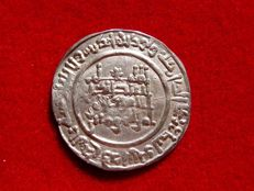 Spain – Caliphate of Cordoba – Abd al Rahman III. Silver dirham struck in Al Andalus (Cordoba), in the year 334 A.H (946 a.C.)