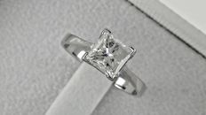 1.33 ct  princess diamond ring made of 14 kt white gold - size 7