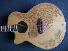 New Luna Henna Oasis S, Solid Spruce top, left handed - Semi acoustic