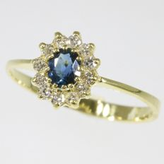 Sapphire and diamond gold engagement ring - anno 1980