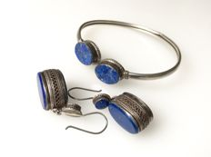Silver set consisting of bracelet and earrings with lapis lazuli