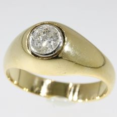 Yellow gold diamond men's ring from the fifties set with  1 brilliant cut diamond ± 0.60 ct