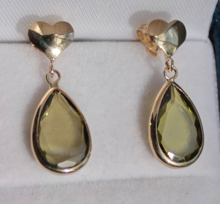 14 kt yellow gold earrings inlaid with peridot, size: 8 x 20 mm