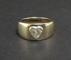 Ring made of 18 kt gold with 0.71 ct diamond