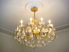 24 kt gold plated bronze 18-light chandelier with Bohemian cut crystal glass prisms Mid 20th century, Italy