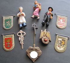 "Military lot 3rd Reich 11 Orginal German badges, WHW including 3 porcelain figurines ""Working population"""