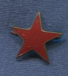 Red star cap. Army cap badge of the People´'s Republic. Model 1937. Metal painted. Spanish Civil War.
