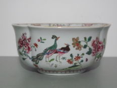 Samson - Beautiful famille rose planter or bowl, early 20th