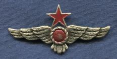 Breast or cap badge. Air Force of the People's Republican Army. With the red star. Model 1937. Spanish Civil War.