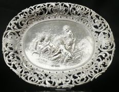 German import silver charger with bas-relief decoration and mark of Theodor Hartmann, London - 1904