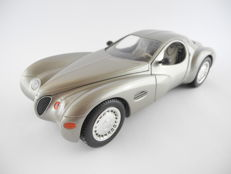 Guitoy – 1/18 - Chrysler Atlantik metallic - Silbern