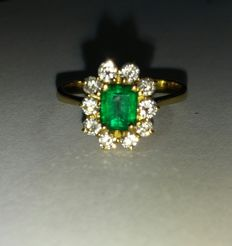 18kt gold ring 0.45ct emerald and diamonds ca .0.10ct, size 14.5 IT / 54.5 EU
