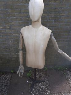 Mannequin with removable head and wooden arms