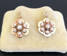 Pair of 19th century sleeper earrings, Napoleon III period, in 18 kt pink gold, adorned with fine half-pearls