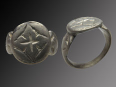 Medieval decorated silver Crusaders Signet ring - 19 mm