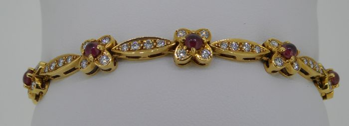 Unique handmade HRD certified 18 kt yellow gold bracelet set with 1.20 ct natural round brilliant cut diamonds and ruby pigeon blood, cabochon cut ruby