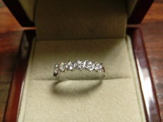 White gold (18 kt) cocktail ring - 6 diamonds, 0.28 ct, HSI