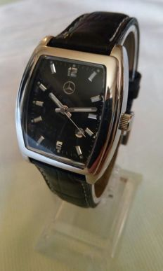 Mercedes-Benz- Quartz watch with black leather band - 2002