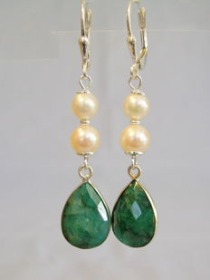 Earrings with natural emerald teardrops totalling 13 ct and genuine Akoya pearls