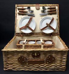 For classic car/convertible: Reed picnic basket for 4 persons.