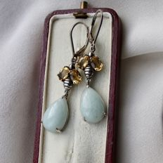 Sterling silver earrings with faceted citrines totalling 2 ct, and fine jade drops totalling 9,5 ct