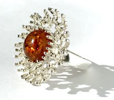 Sterling silver 925 flower  ring with natural Baltic Amber, 13.3 grams, No reserve