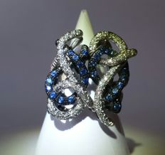 18 kt white and burnished gold ring with diamonds and sapphires for a total of 2.30 ct