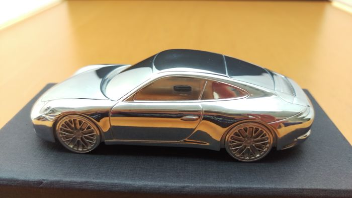 Porsche 911 991 Carrera 2nd generation 2015 - solid aluminium Paperweight in luxury gift packaging - scale 1/43