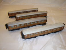 Hornby 00 - R435/436 - 4x Passenger coaches in weathered teak livery of the LNER